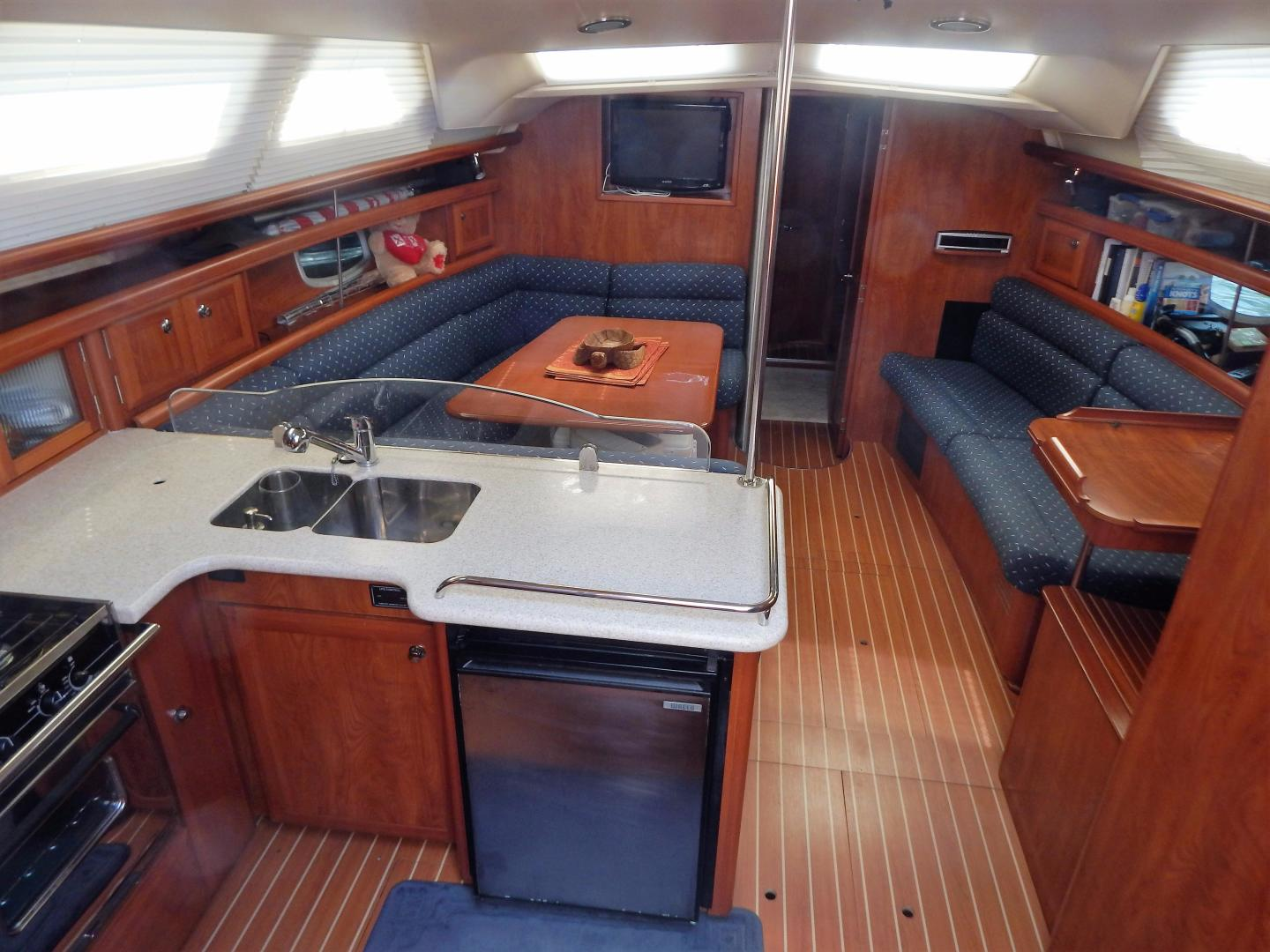 Hunter-Deck Salon 2012-PINK PONY SAILS Fort Lauderdale-Florida-United States-1549189 | Thumbnail
