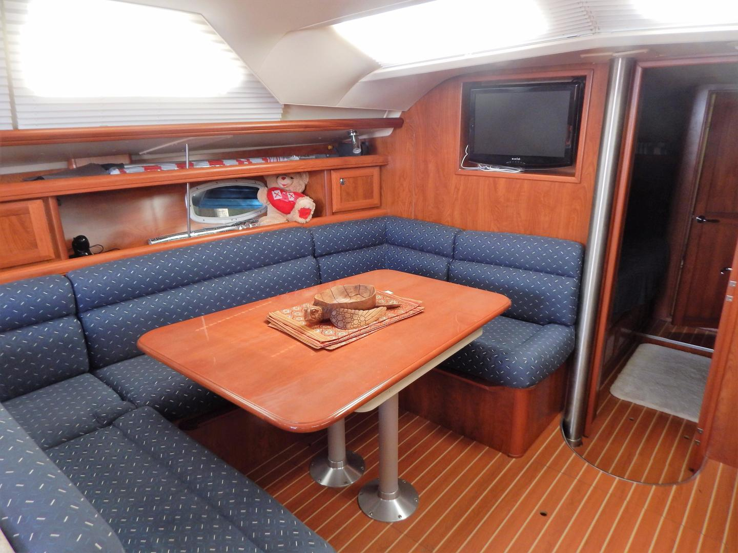 Hunter-Deck Salon 2012-PINK PONY SAILS Fort Lauderdale-Florida-United States-1549191 | Thumbnail