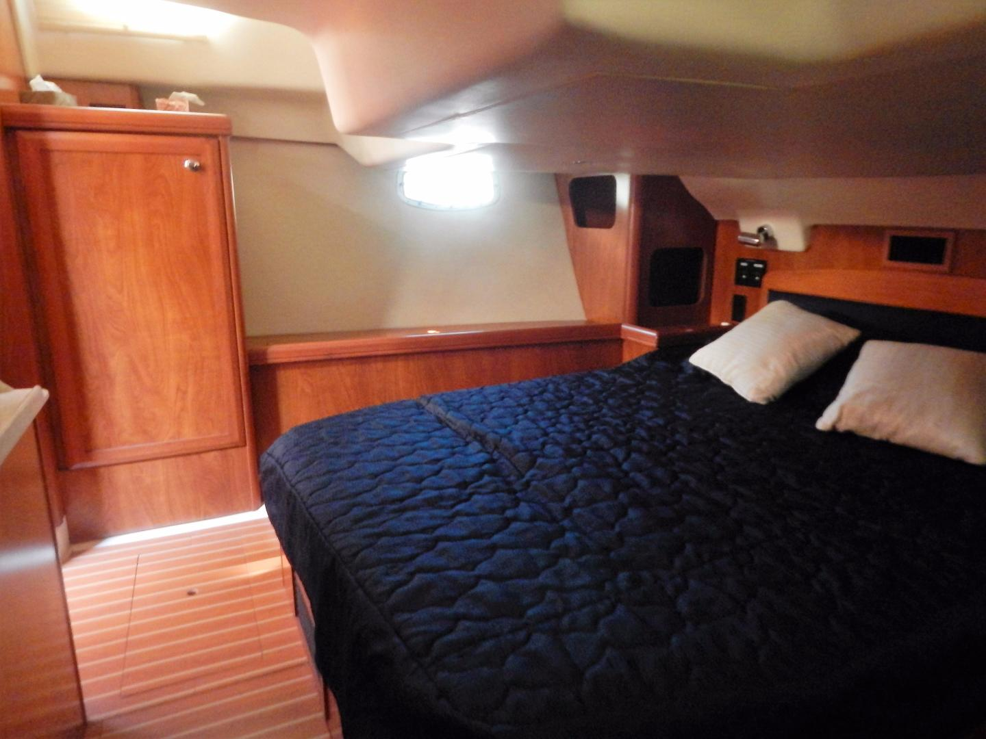 Hunter-Deck Salon 2012-PINK PONY SAILS Fort Lauderdale-Florida-United States-1549217 | Thumbnail