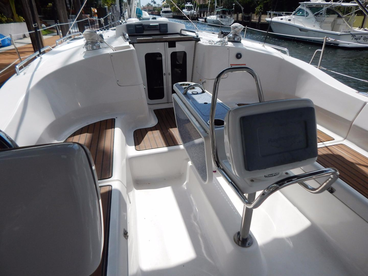 Hunter-Deck Salon 2012-PINK PONY SAILS Fort Lauderdale-Florida-United States-1549226 | Thumbnail