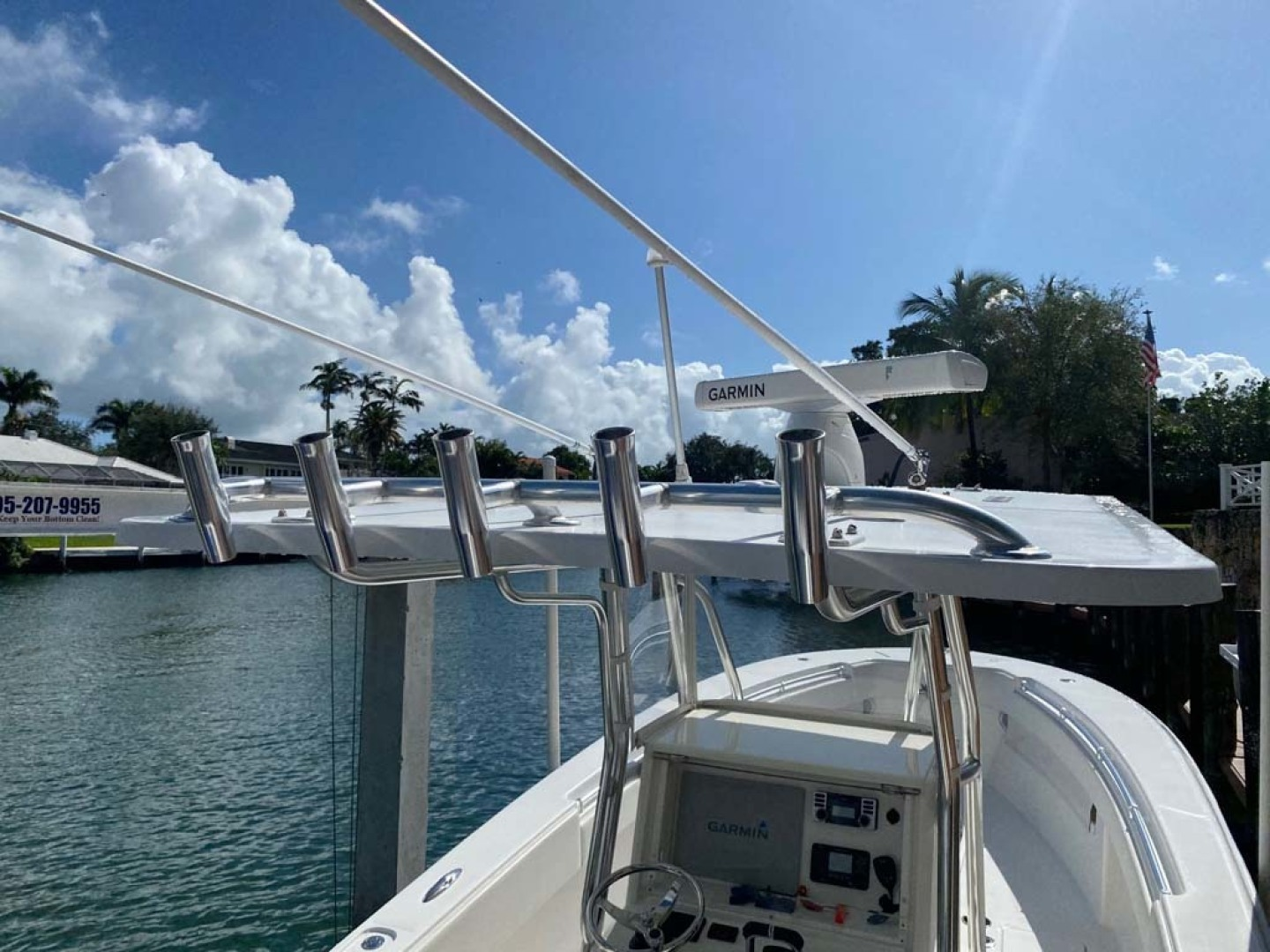 Invincible-Center Console 2012 -Coral Gables-Florida-United States-Hardtop and Rod Holders-1552056 | Thumbnail