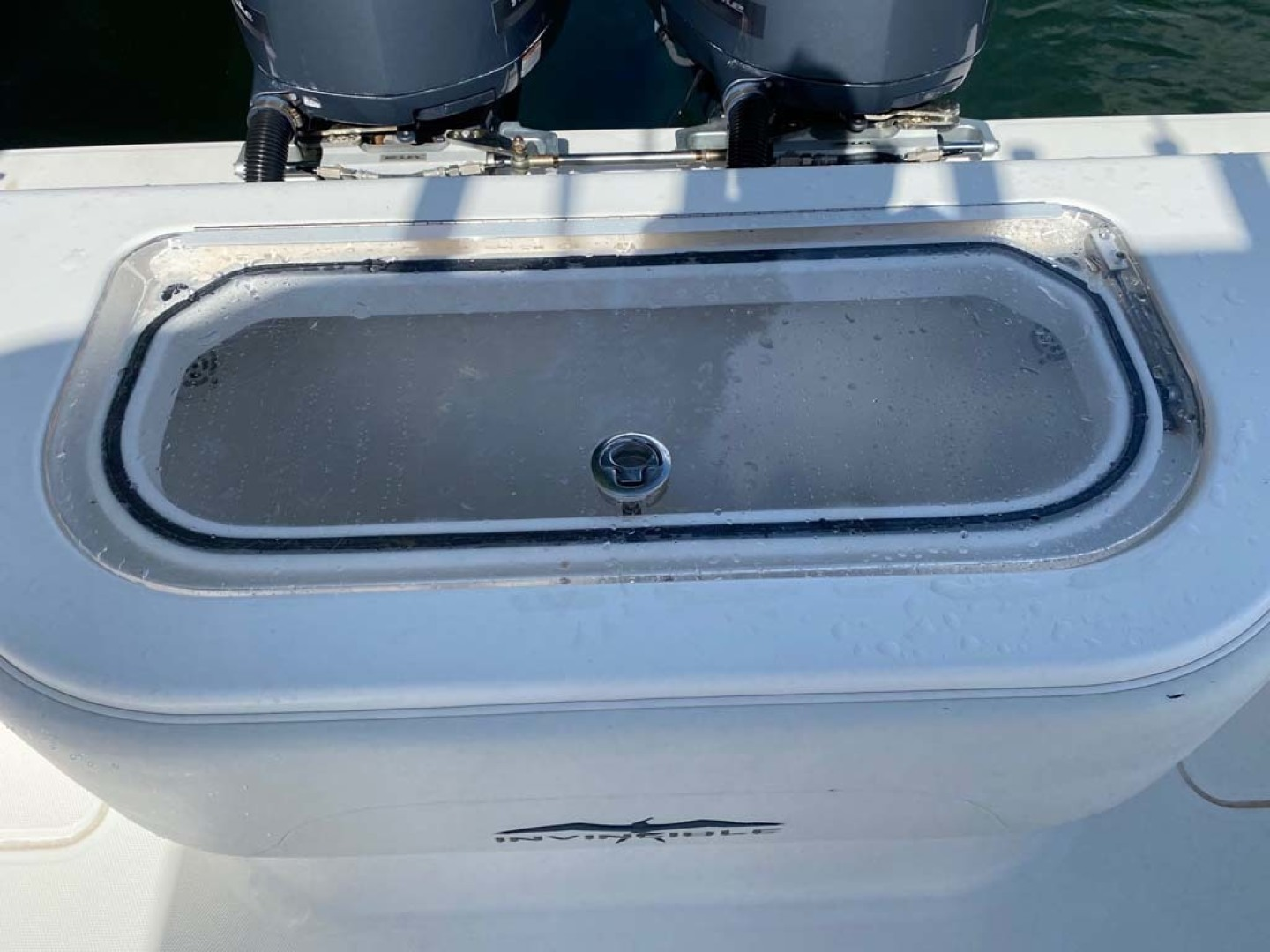 Invincible-Center Console 2012 -Coral Gables-Florida-United States-Clear Plexiglass with Lid for Baitwell-1552064 | Thumbnail