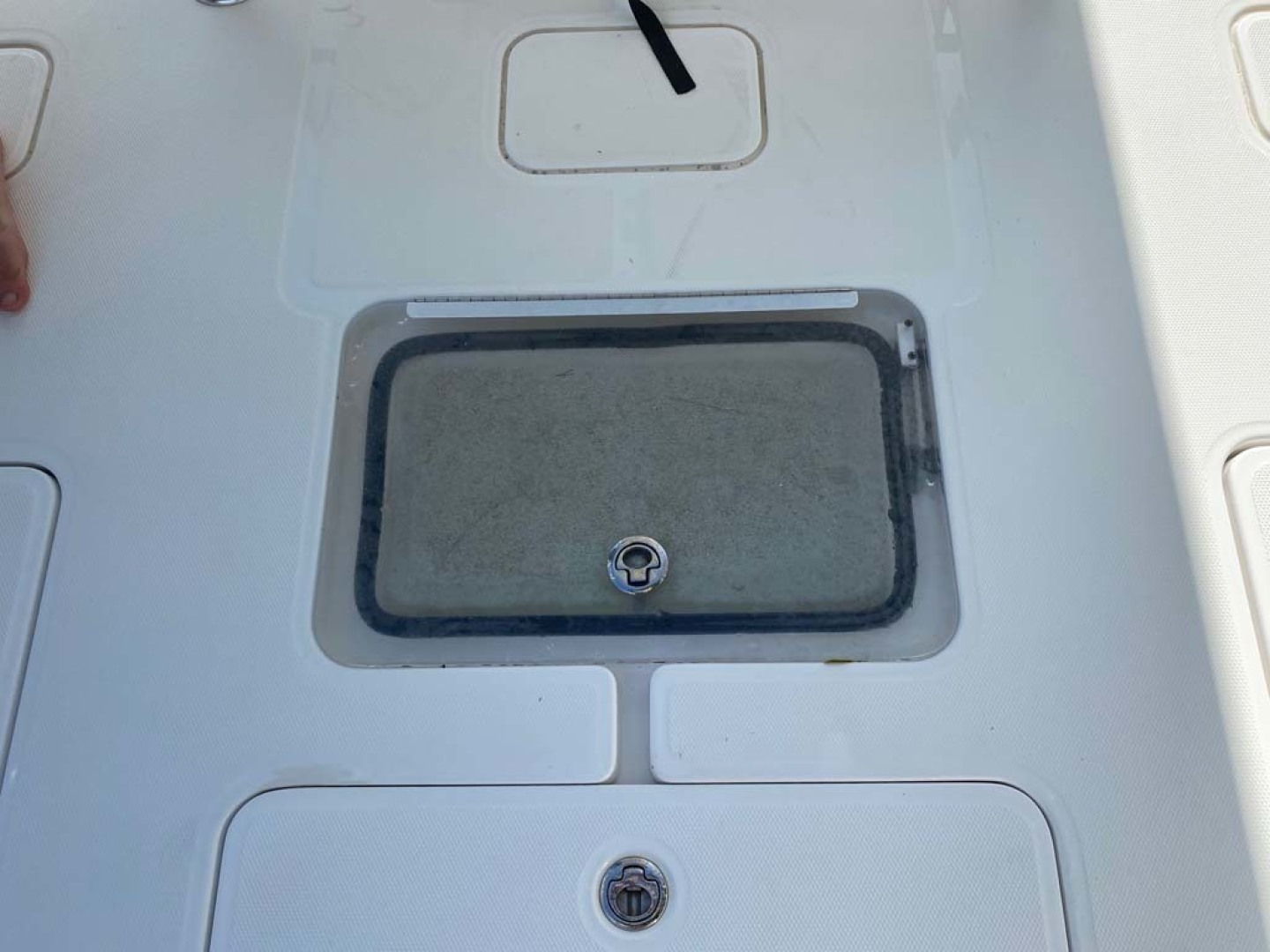 Invincible-Center Console 2012 -Coral Gables-Florida-United States-Deck Hatches and Storage-1552061 | Thumbnail