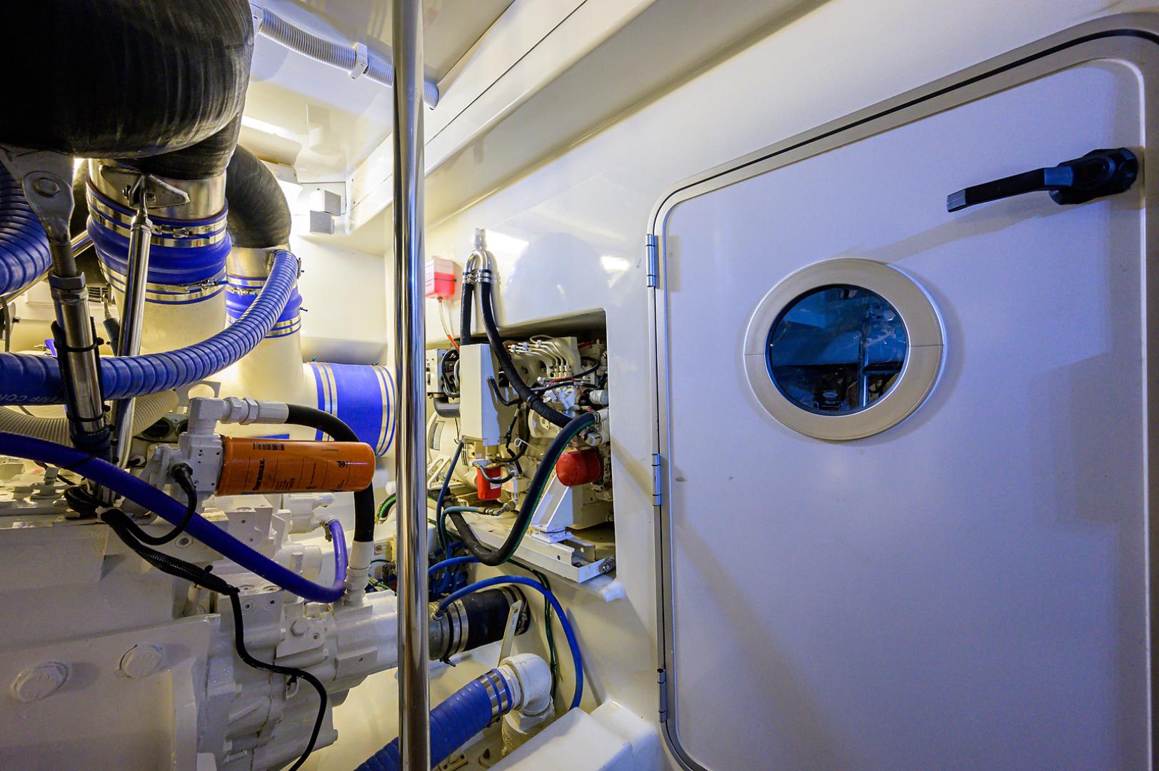 Titan-Convertible 2015-OVER RIDE PALM BEACH GARDENS-Florida-United States-Engine Room-1562377 | Thumbnail