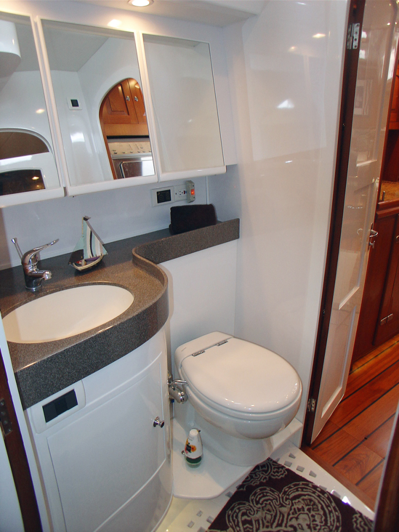 Hylas-70 Centerboard Cruiser 2007-AMANTE Barcelona-Spain-Owners En-suite Head-1555653   Thumbnail