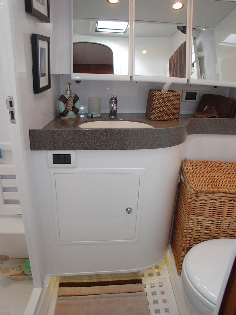 Hylas-70 Centerboard Cruiser 2007-AMANTE Barcelona-Spain-Guest Head-1555646   Thumbnail
