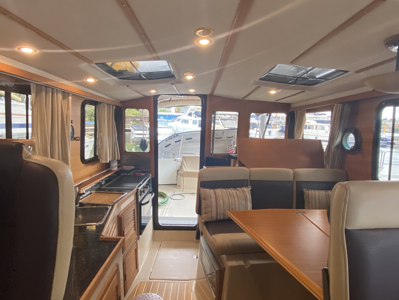 Ranger Tugs-31-S 2014-Aventura Seattle-Washington-United States-Salon Looking Aft-1562691 | Thumbnail