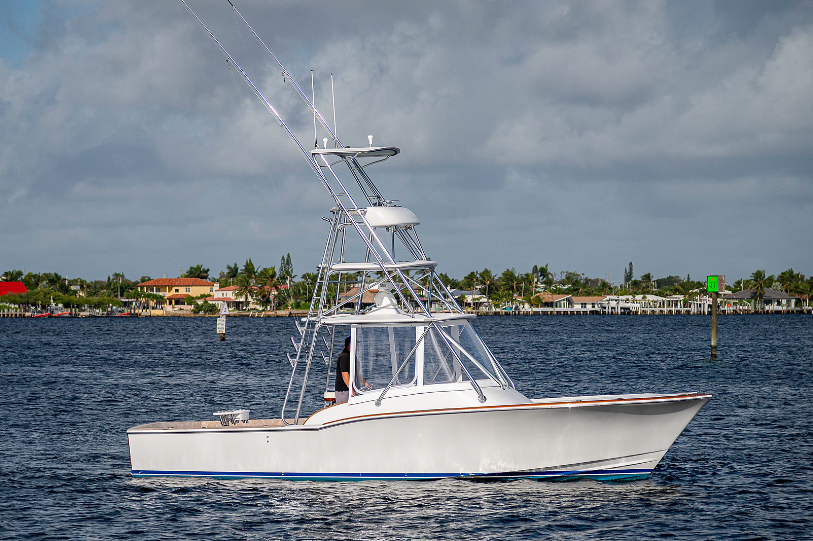 L&H-Walk-around Express Sportfish 2002-BeachKomer North Palm Beach-Florida-United States-1561794 | Thumbnail