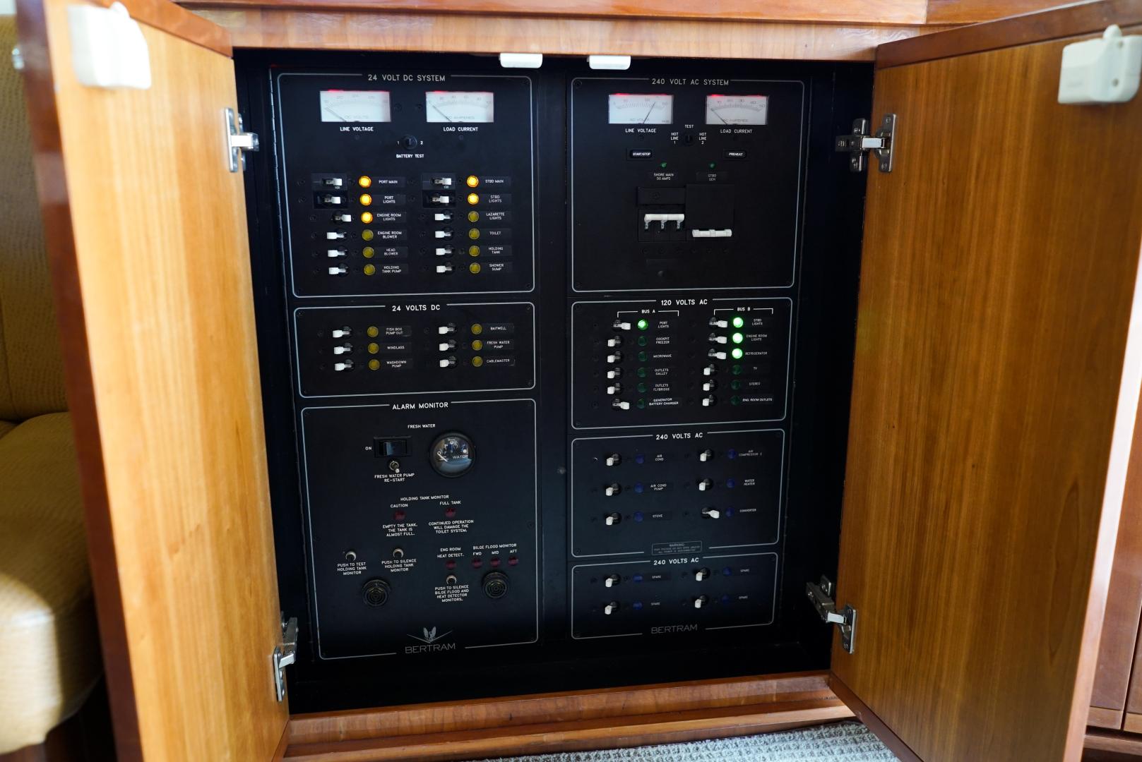 Bertram-39 Convertible 2002-Witts End Hitchcock-Texas-United States-Bertram 39 Convertible 2002 Witts End-1561680 | Thumbnail
