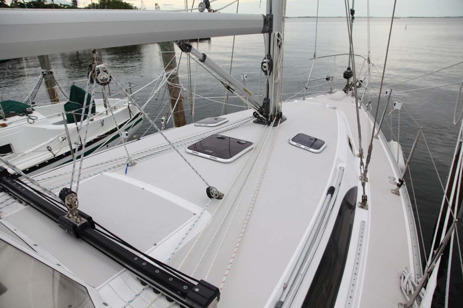 Catalina-355 2014 -Key Largo-Florida-United States-Foredeck-1574497 | Thumbnail