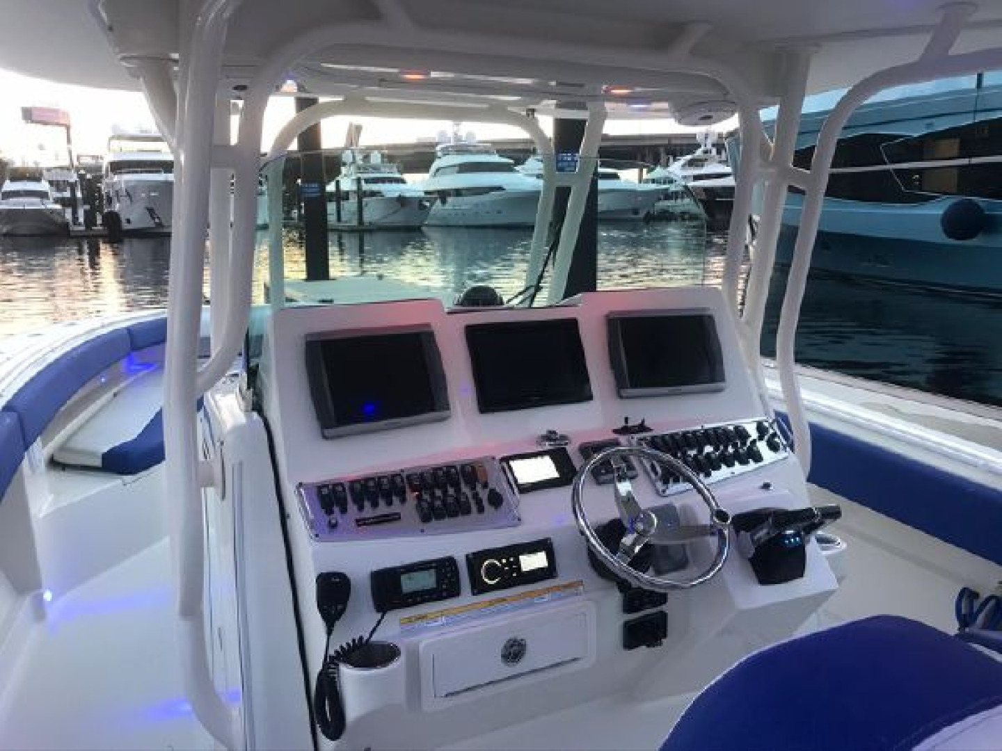 Hydra-Sports-42 Center Console 4200 SF 2011 -Fort Lauderdale-Florida-United States-1564120 | Thumbnail