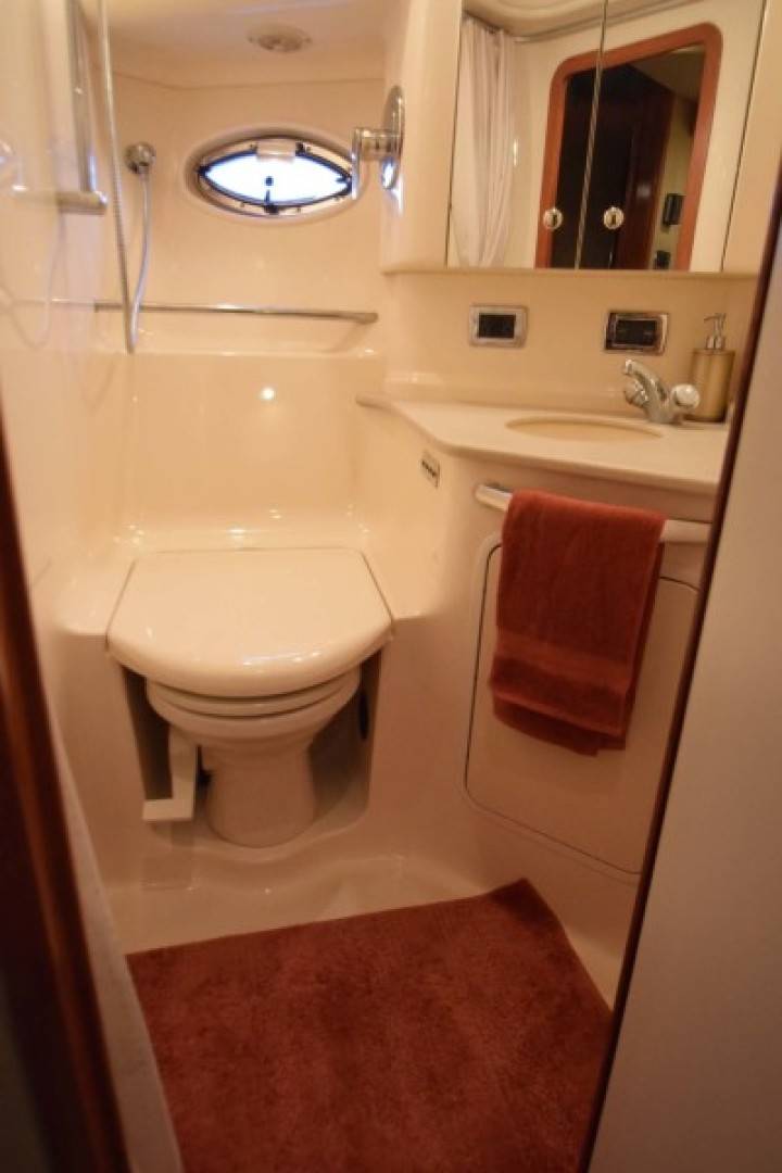 Sea Ray-460 Sundancer 2002-The Payoff Key Biscayne-Florida-United States-Guest Head-1569321 | Thumbnail