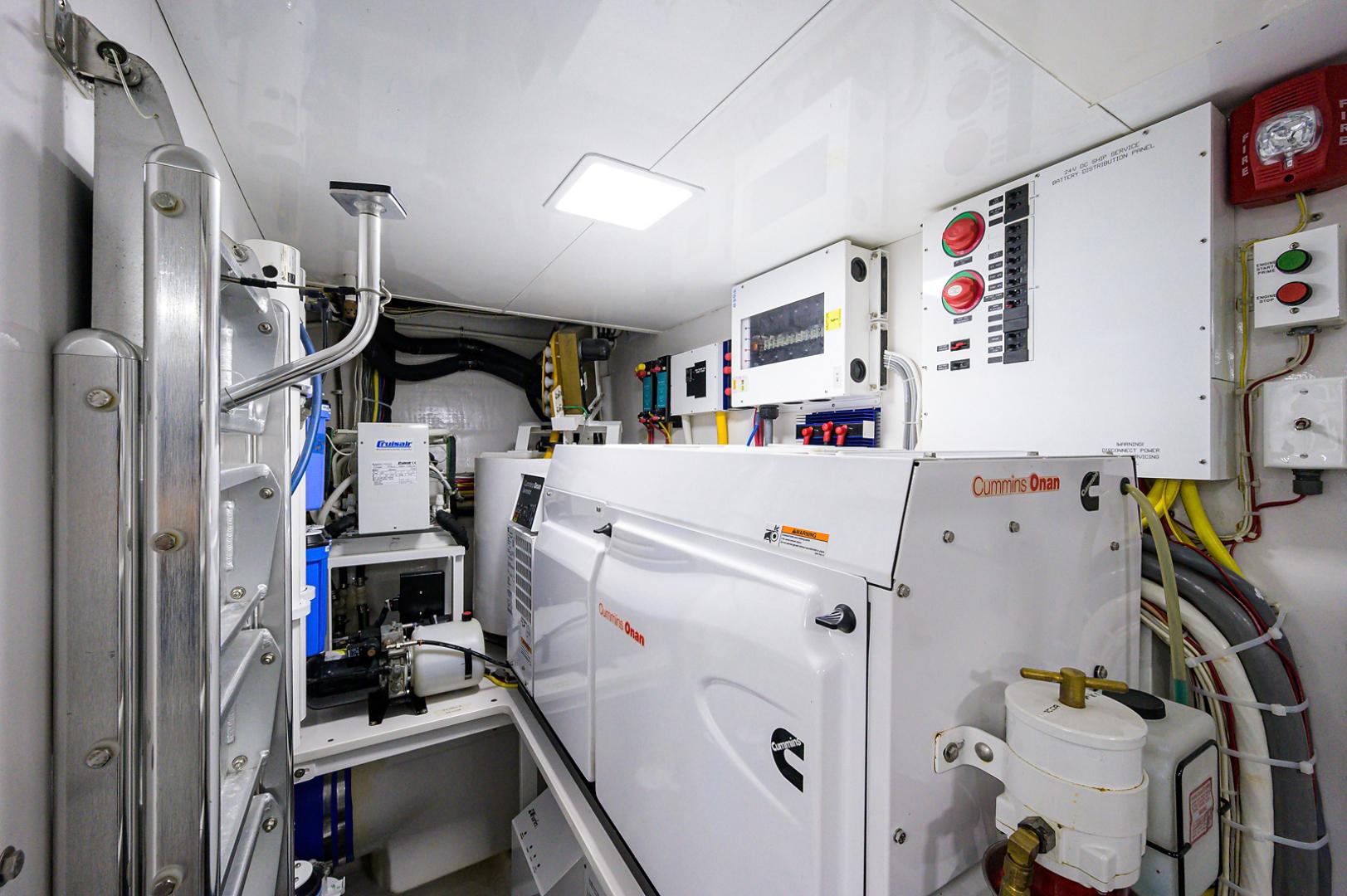 viking-75-2016-enclosed-bridge-Engine Room