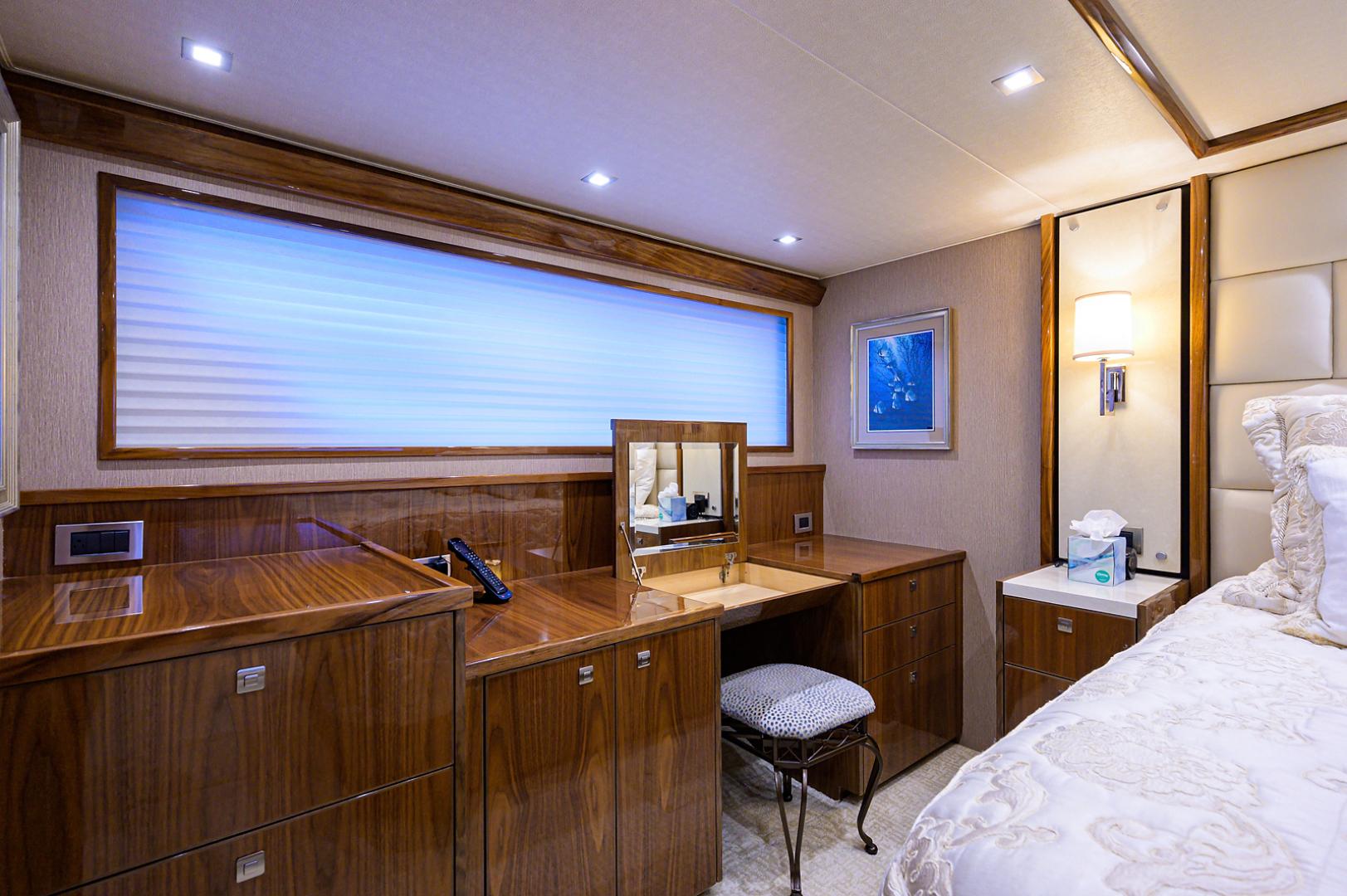 viking-75-2016-enclosed-bridge-Master Stateroom