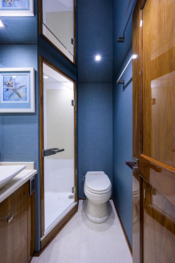 viking-75-2016-enclosed-bridge-Starboard Guest Stateroom