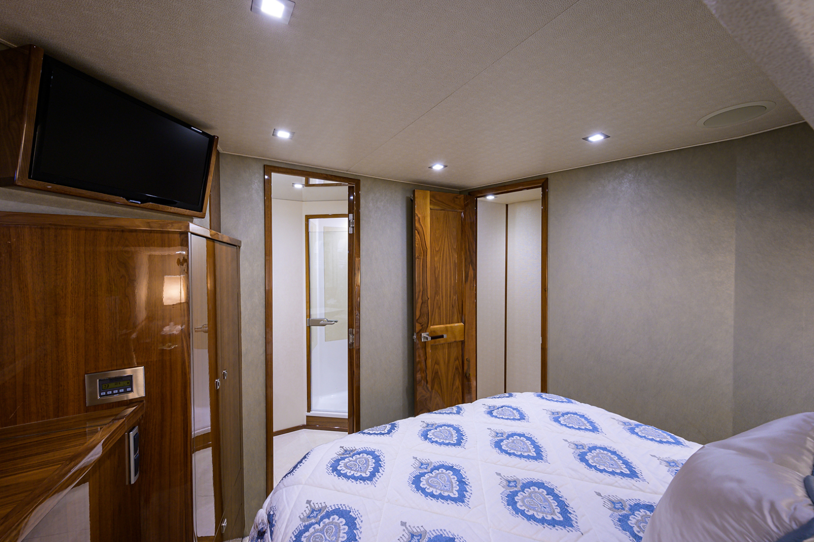 viking-75-2016-enclosed-bridge-Port Guest Stateroom