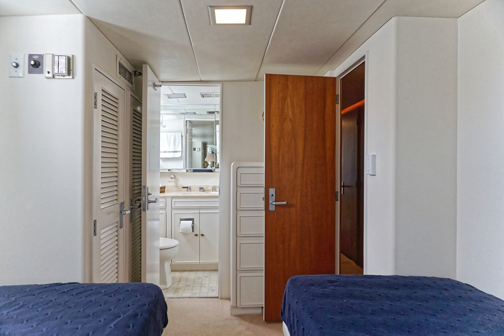 Burger-Motor Yacht 1986-Encore Aventura-Florida-United States-STARBOARD GUEST STATEROOM HEAD-1578020 | Thumbnail