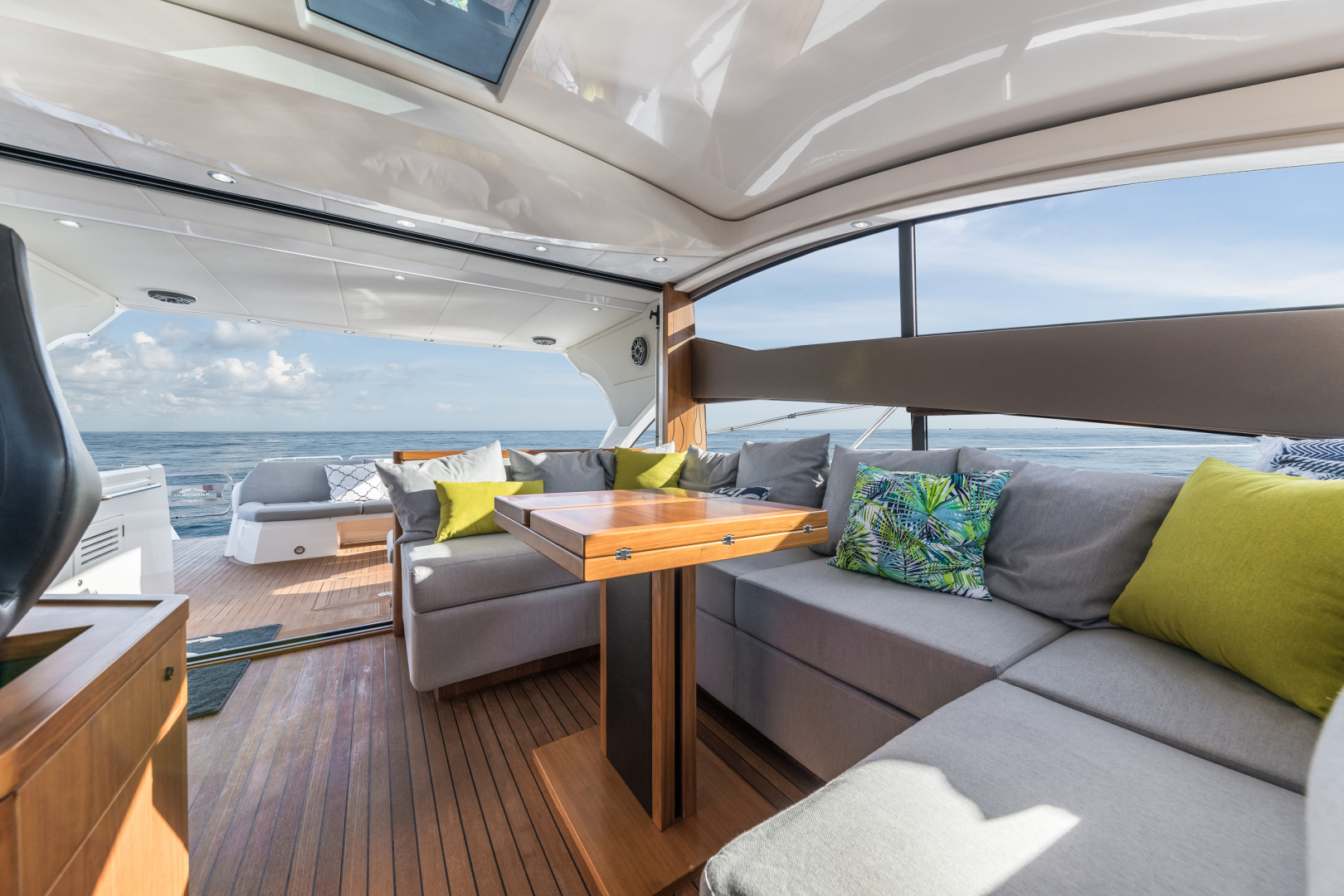 Sunseeker-Predator 2016-Wired Up Fort Lauderdale-Florida-United States-Salon Seating-1585653 | Thumbnail