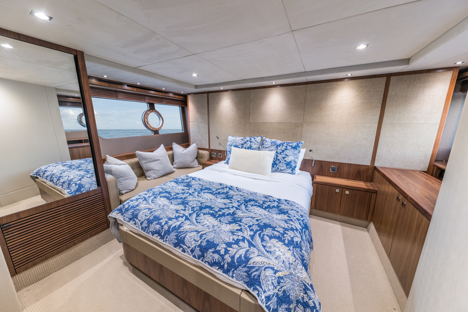 Sunseeker-Predator 2016-Wired Up Fort Lauderdale-Florida-United States-Master Stateroom-1585672 | Thumbnail