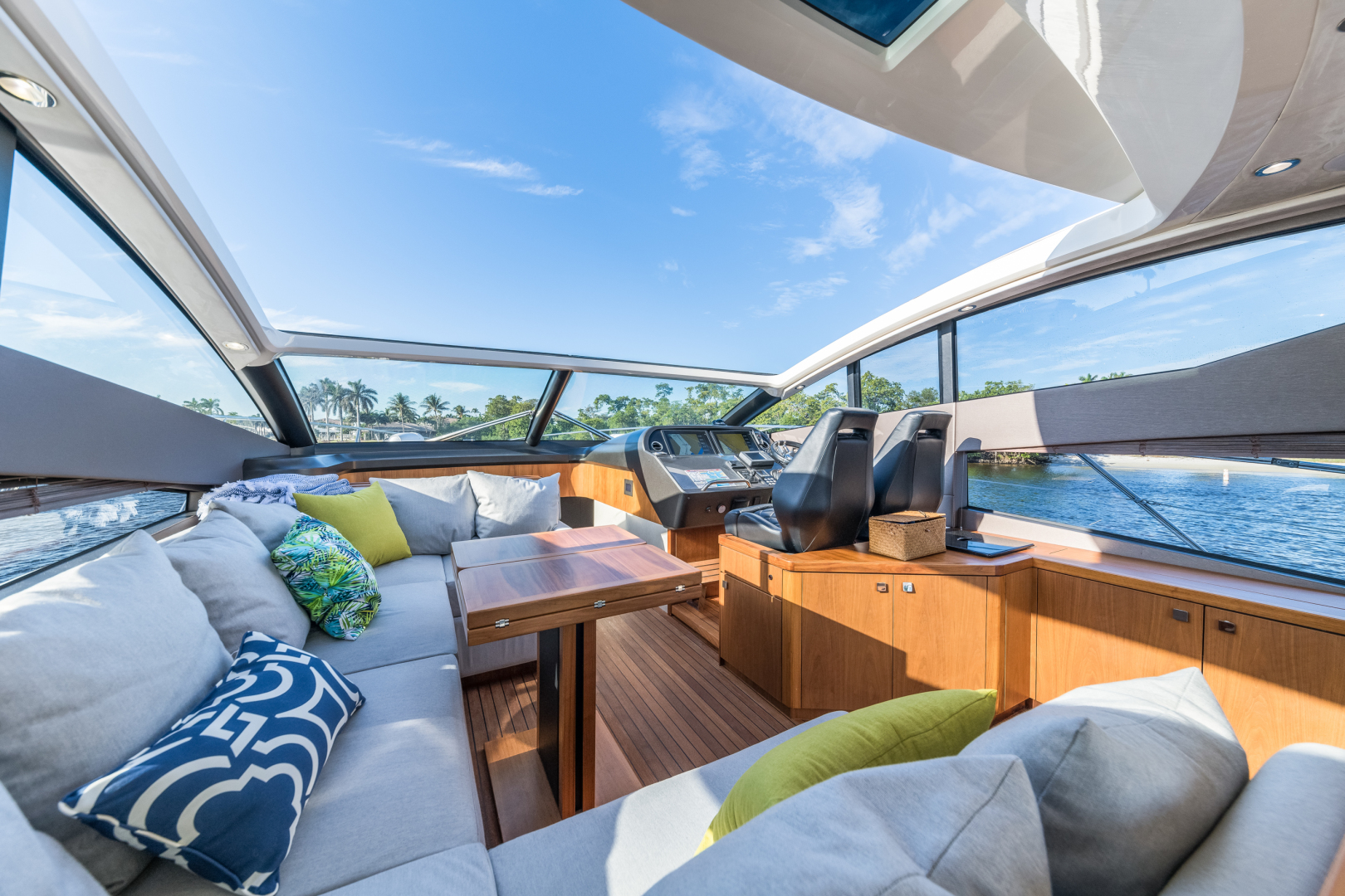 Sunseeker-Predator 2016-Wired Up Fort Lauderdale-Florida-United States-Salon Seating-1585657 | Thumbnail