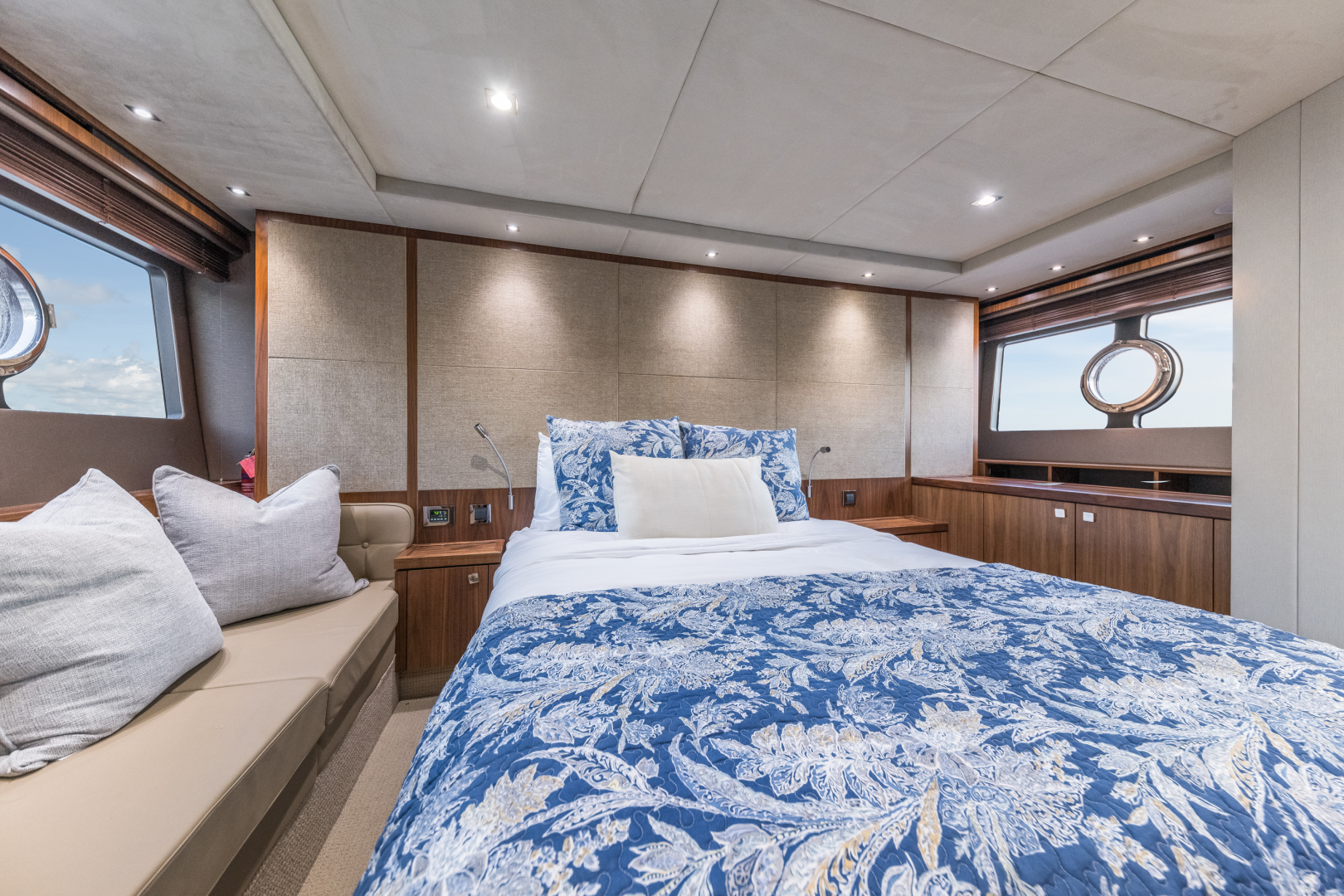 Sunseeker-Predator 2016-Wired Up Fort Lauderdale-Florida-United States-Master Stateroom-1585670 | Thumbnail