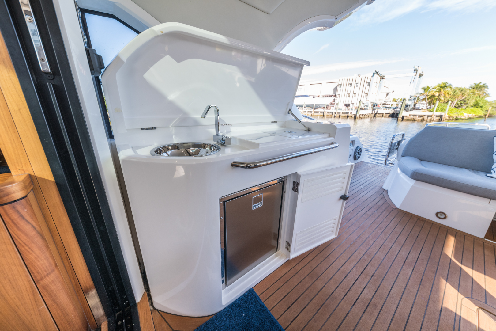 Sunseeker-Predator 2016-Wired Up Fort Lauderdale-Florida-United States-Wet bar-1585648 | Thumbnail
