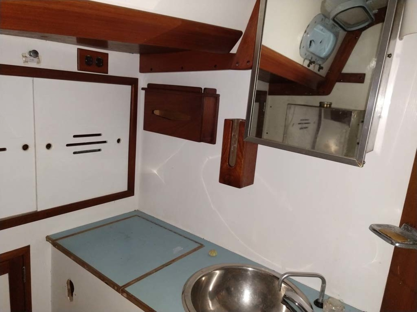 Hinckley-Bermuda 40 Yawl 1970-Rhodora South Berwick-Maine-United States-Head Vanity And Sink-1585556 | Thumbnail