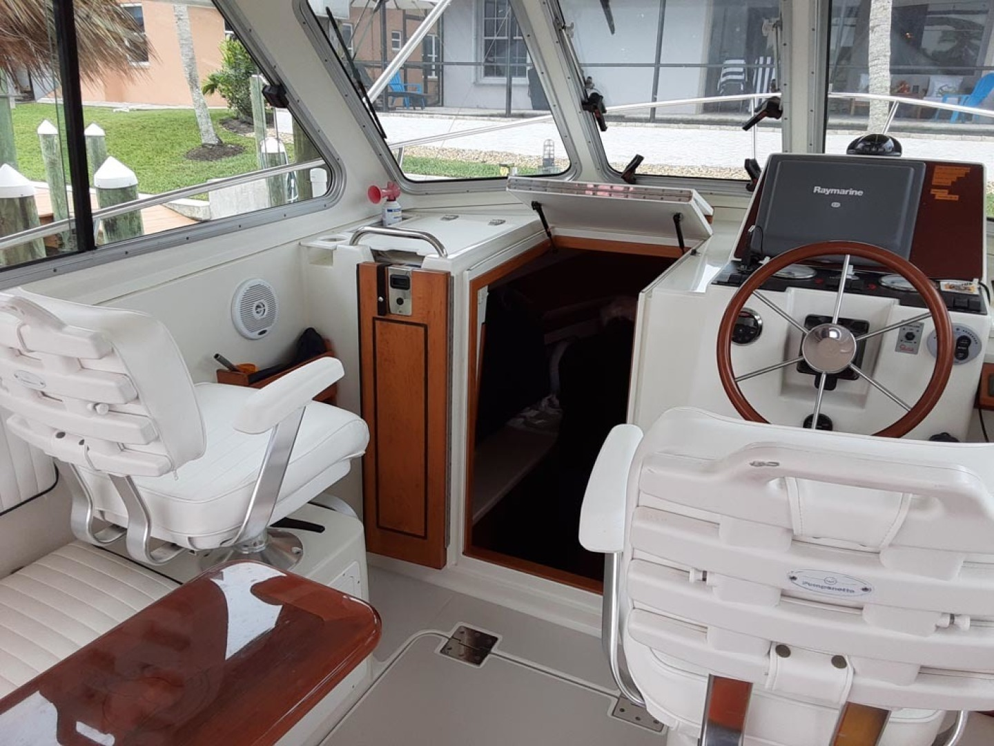 Back Cove-Express 2007-Patronus Cape Coral-Florida-United States-Cabin Companionway-1596409 | Thumbnail
