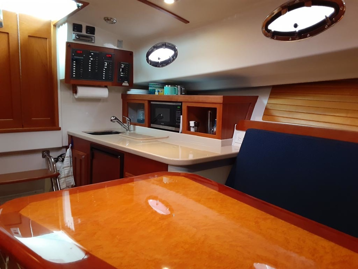 Back Cove-Express 2007-Patronus Cape Coral-Florida-United States-Galley   Forward-1596412 | Thumbnail