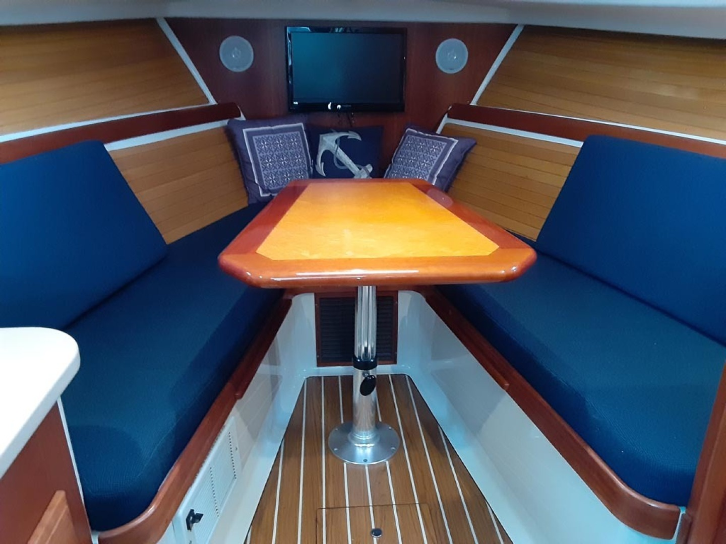 Back Cove-Express 2007-Patronus Cape Coral-Florida-United States-Cabin Forward Seating, Dinette-1596410 | Thumbnail