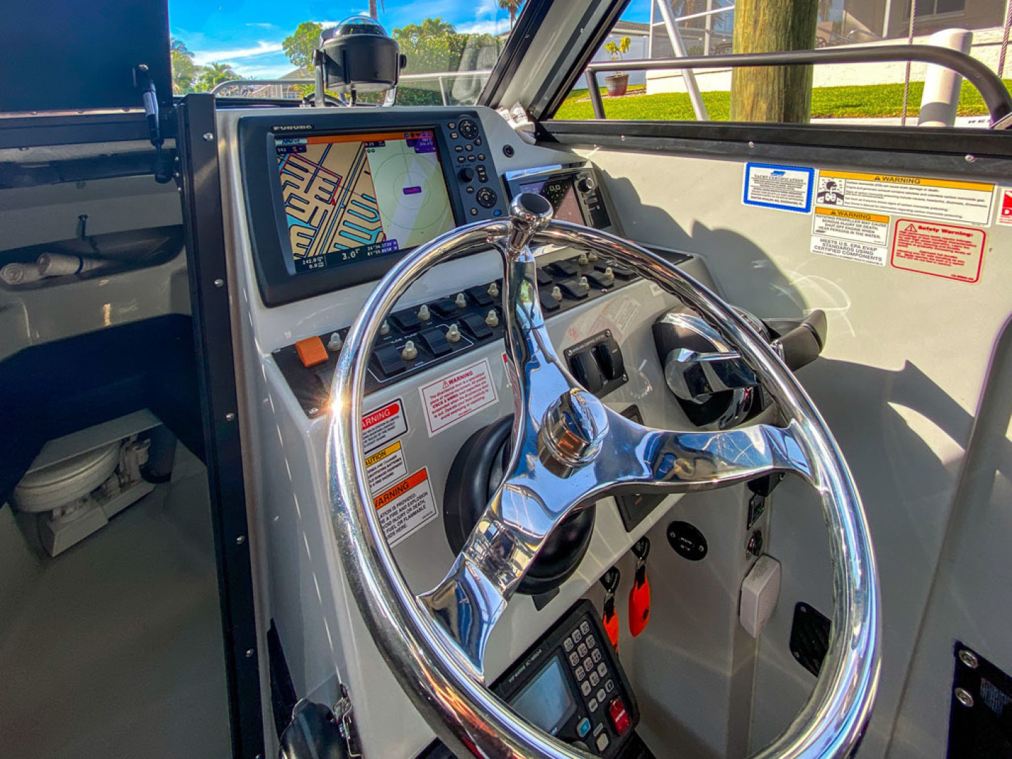 Boston Whaler-Challenger 2016-Rescue 3 Cape Coral-Florida-United States-Helm  Starboard-1603200 | Thumbnail