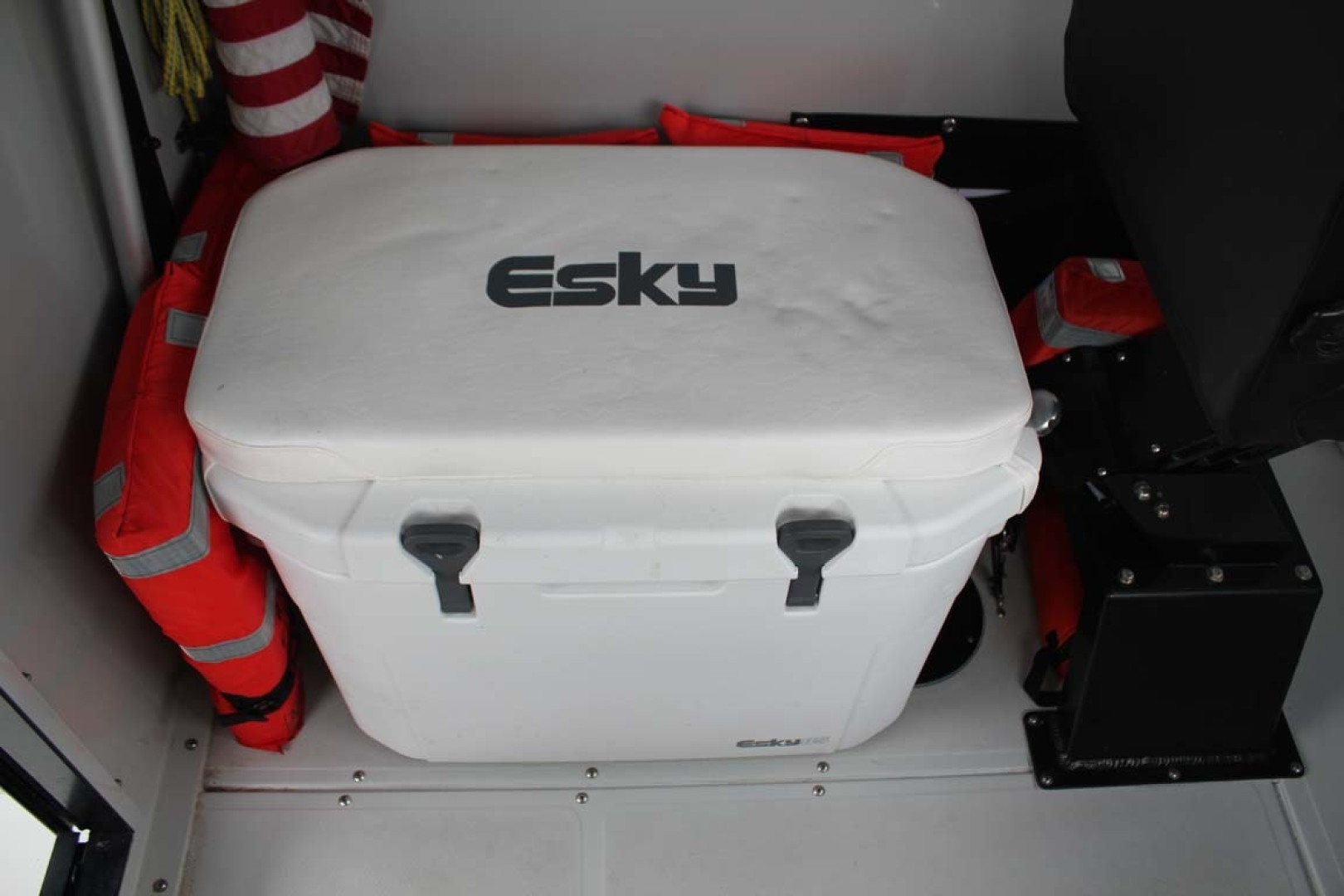 Boston Whaler-Challenger 2016-Rescue 3 Cape Coral-Florida-United States-Esky 85CT Cooler-1596497 | Thumbnail