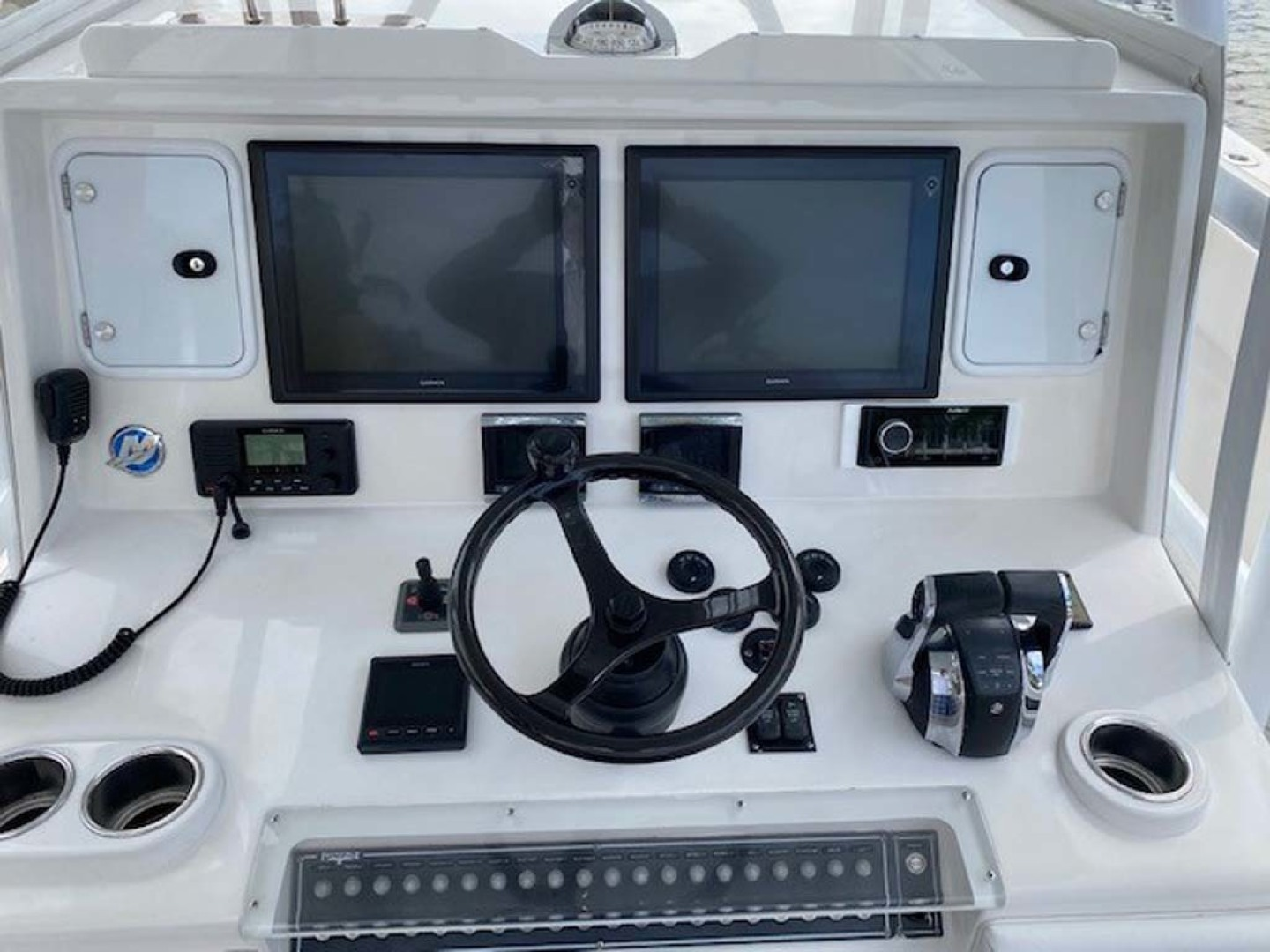 Invincible-Center Console 2016-Lucky Dick Lighthouse Point-Florida-United States-Helm-1600136 | Thumbnail