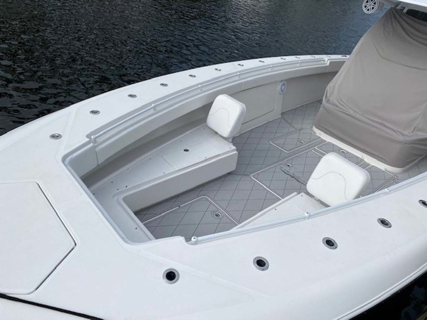 Invincible-Center Console 2016-Lucky Dick Lighthouse Point-Florida-United States-Forward Deck-1600131 | Thumbnail