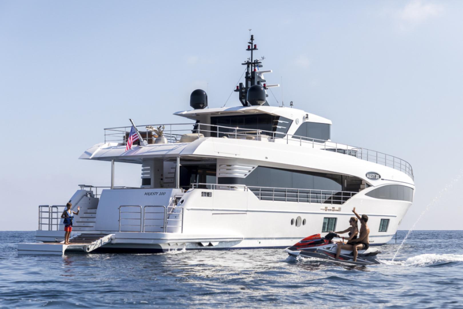 Majesty Yachts-Majesty 100 2022-MAJESTY 100 United Arab Emirates-Aft View-1604969