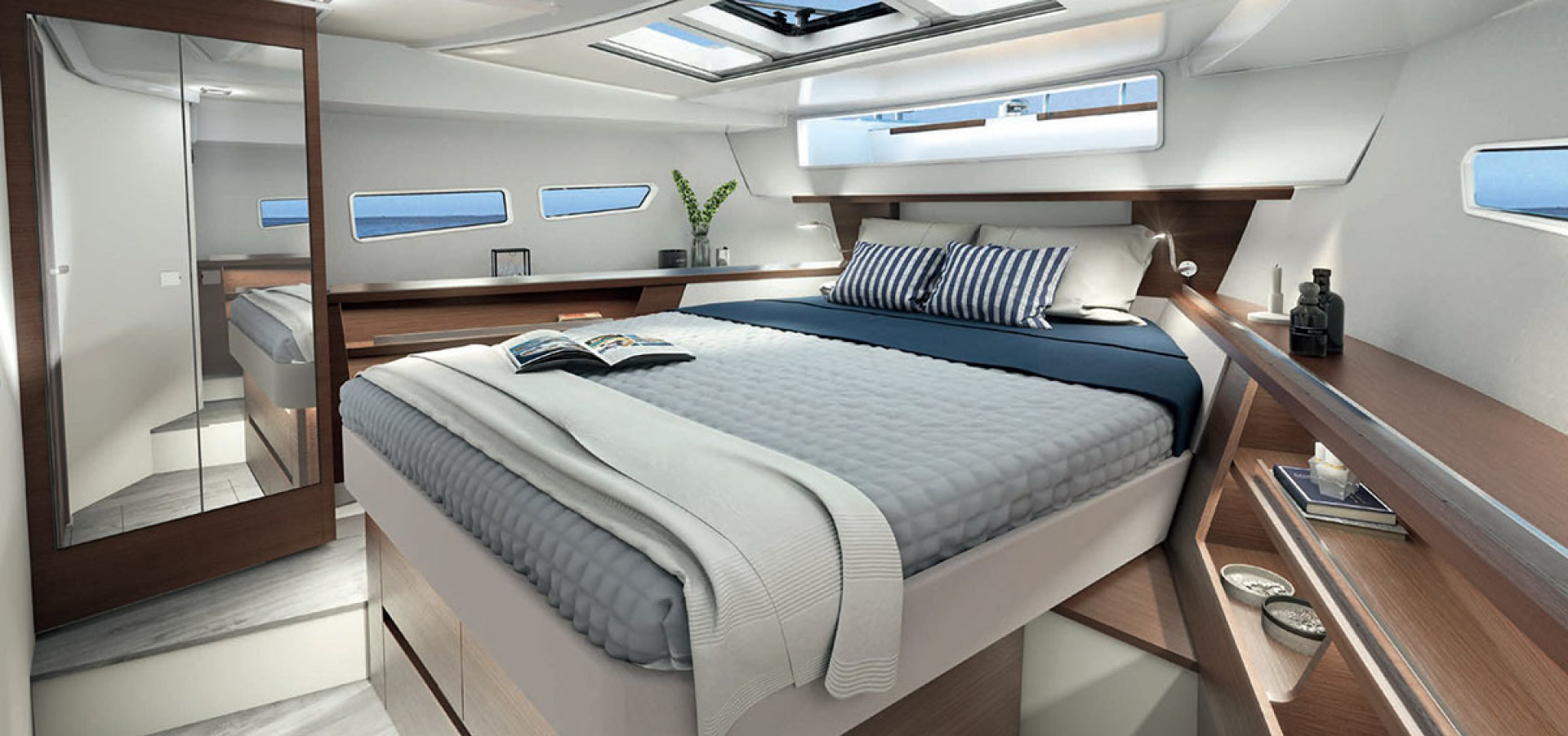Picture Of a 2022 Sealine 33 C335v Motor Yachts | 1605050