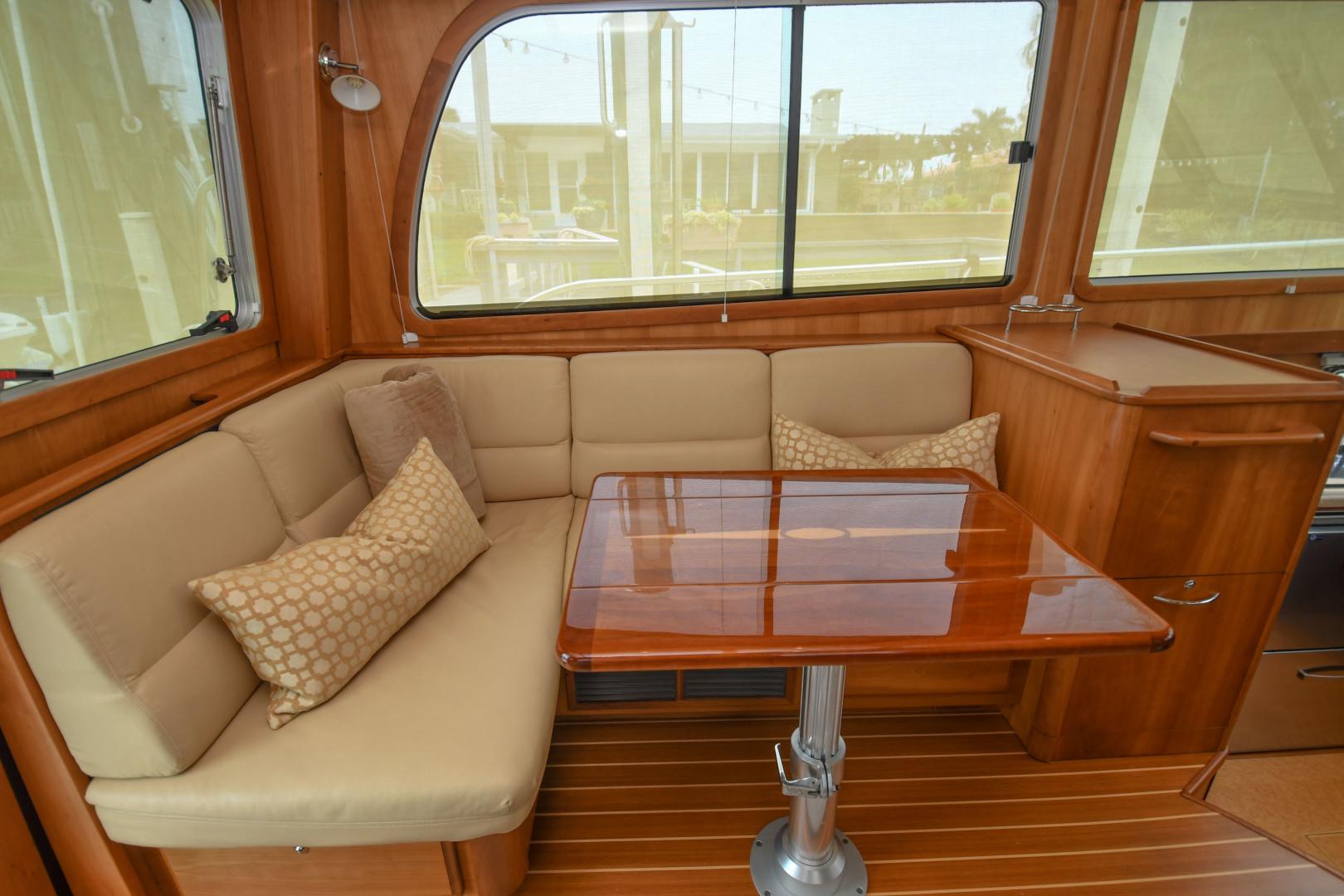 Sabre-40 Express 2010-Impulse Treasure Island-Florida-United States-2010 40 Sabre Express  Impulse  Companion Seating-1618633 | Thumbnail