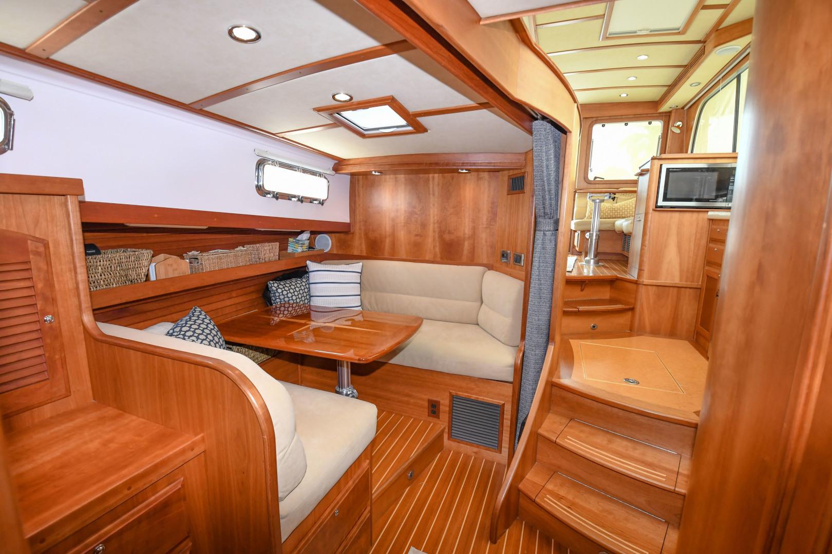 Sabre-40 Express 2010-Impulse Treasure Island-Florida-United States-2010 40 Sabre Express  Impulse  Lower Dinette-1618637 | Thumbnail
