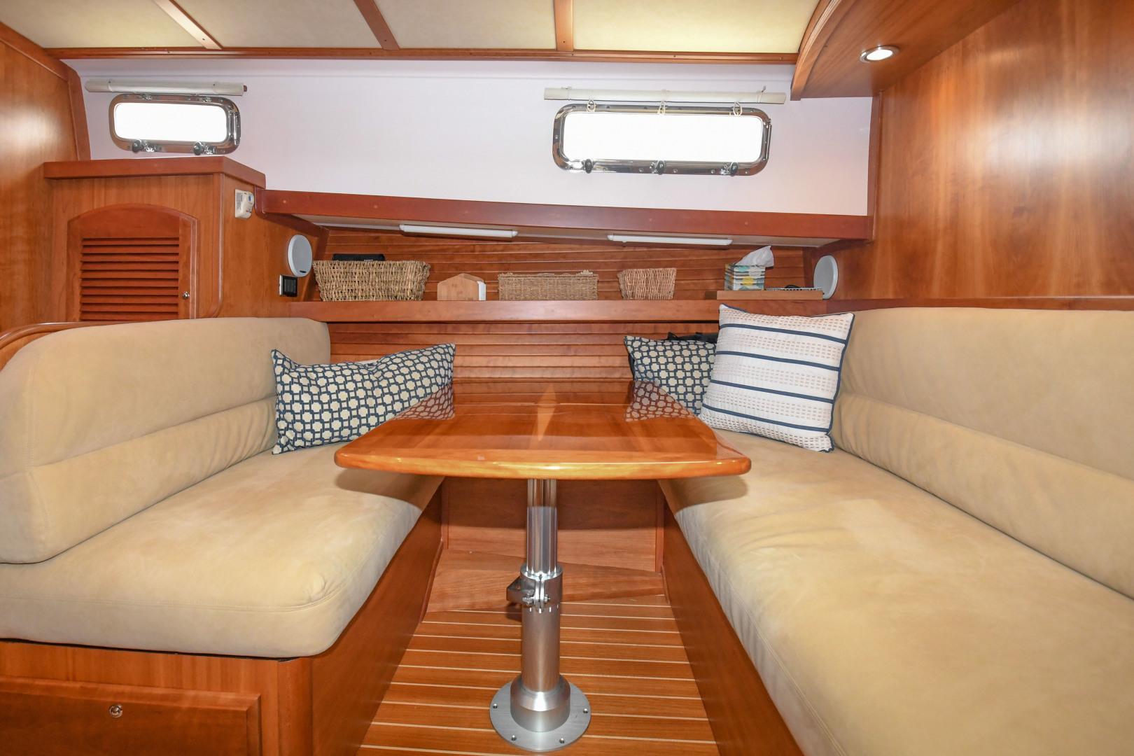 Sabre-40 Express 2010-Impulse Treasure Island-Florida-United States-2010 40 Sabre Express  Impulse  Lower Dinette-1618621 | Thumbnail
