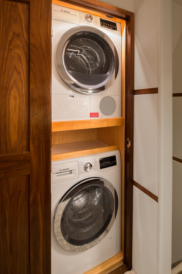 Viking 68 - Washer/Dryer
