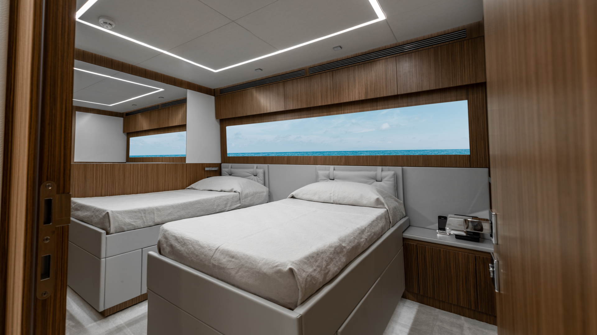 Pershing 2018-NAAV Fort Lauderdale-Florida-United States-Guest Stateroom-1614481