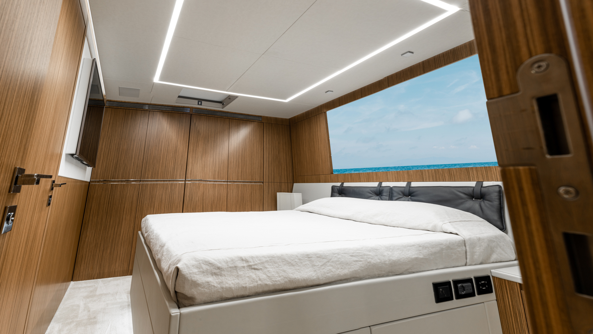 Pershing 2018-NAAV Fort Lauderdale-Florida-United States-Guest Stateroom-1614486