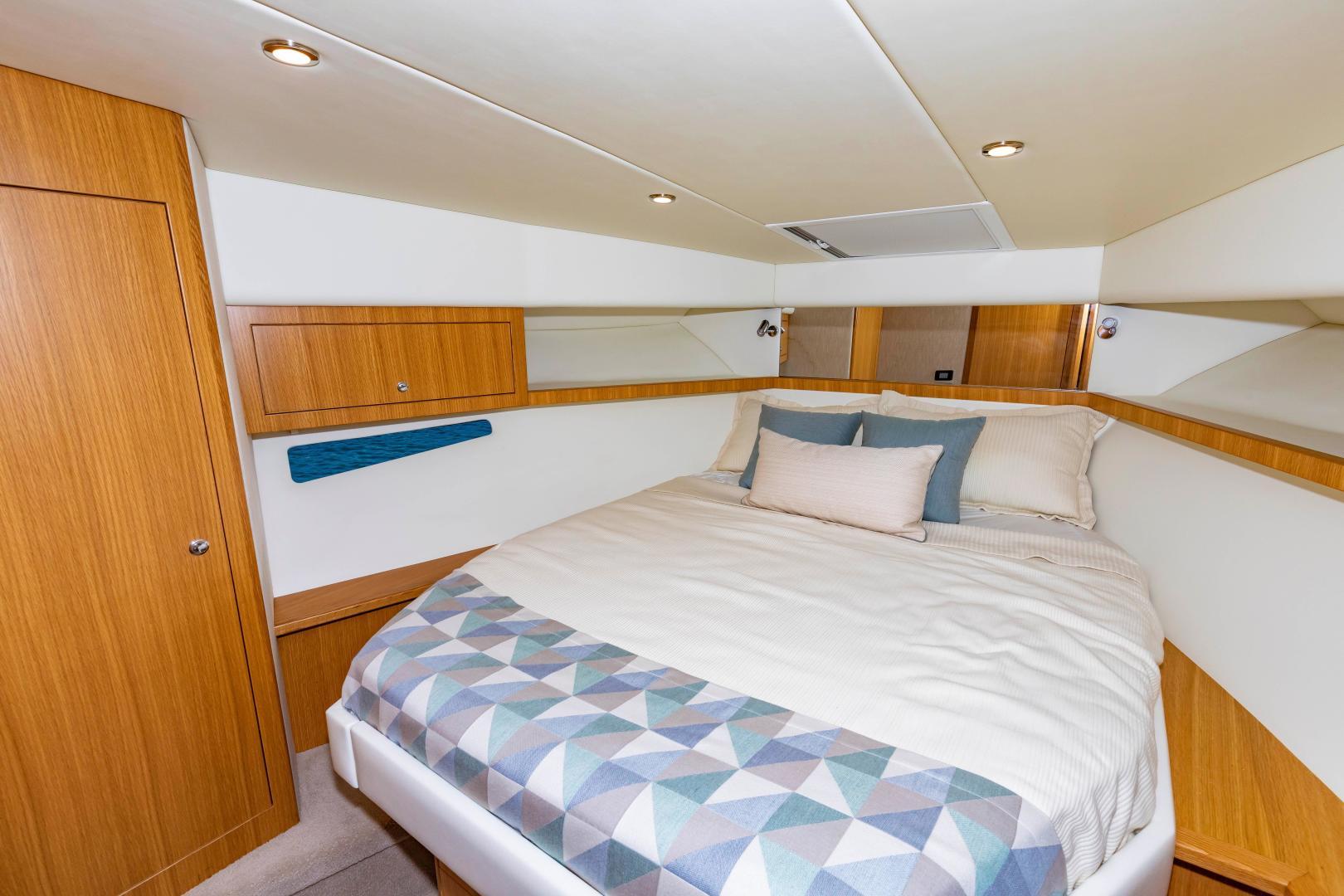 Riviera-395 SUV 2019-Ipanema Miami Beach-Florida-United States-1614909   Thumbnail
