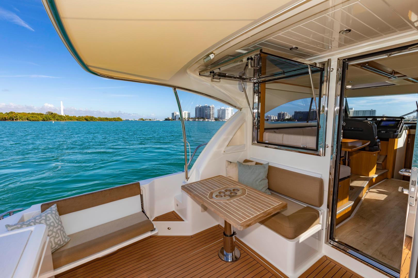 Riviera-395 SUV 2019-Ipanema Miami Beach-Florida-United States-1614886   Thumbnail