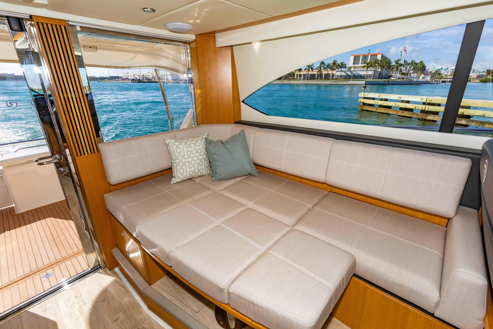Riviera-395 SUV 2019-Ipanema Miami Beach-Florida-United States-1614903   Thumbnail