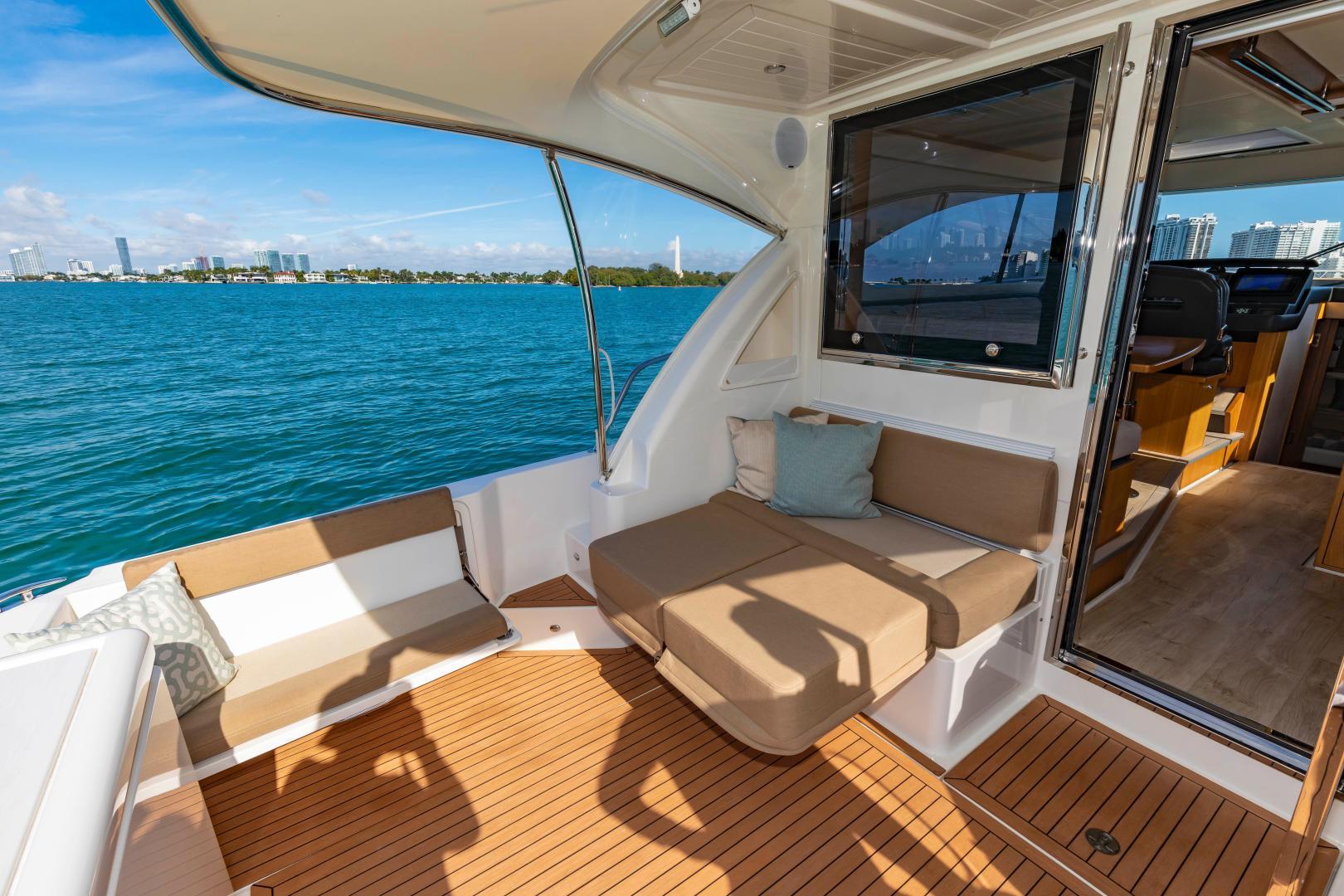 Riviera-395 SUV 2019-Ipanema Miami Beach-Florida-United States-1614885   Thumbnail
