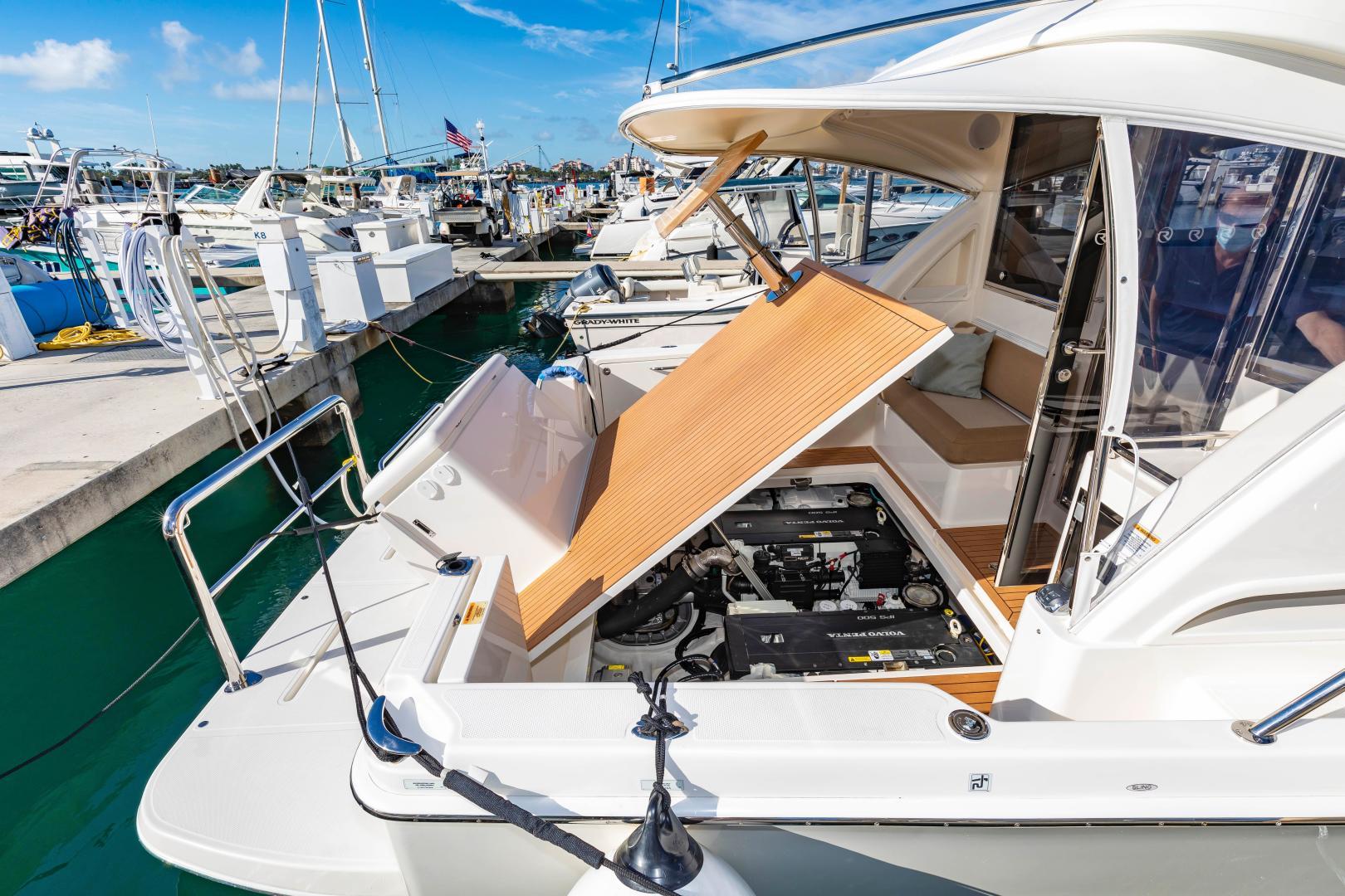 Riviera-395 SUV 2019-Ipanema Miami Beach-Florida-United States-1614918   Thumbnail
