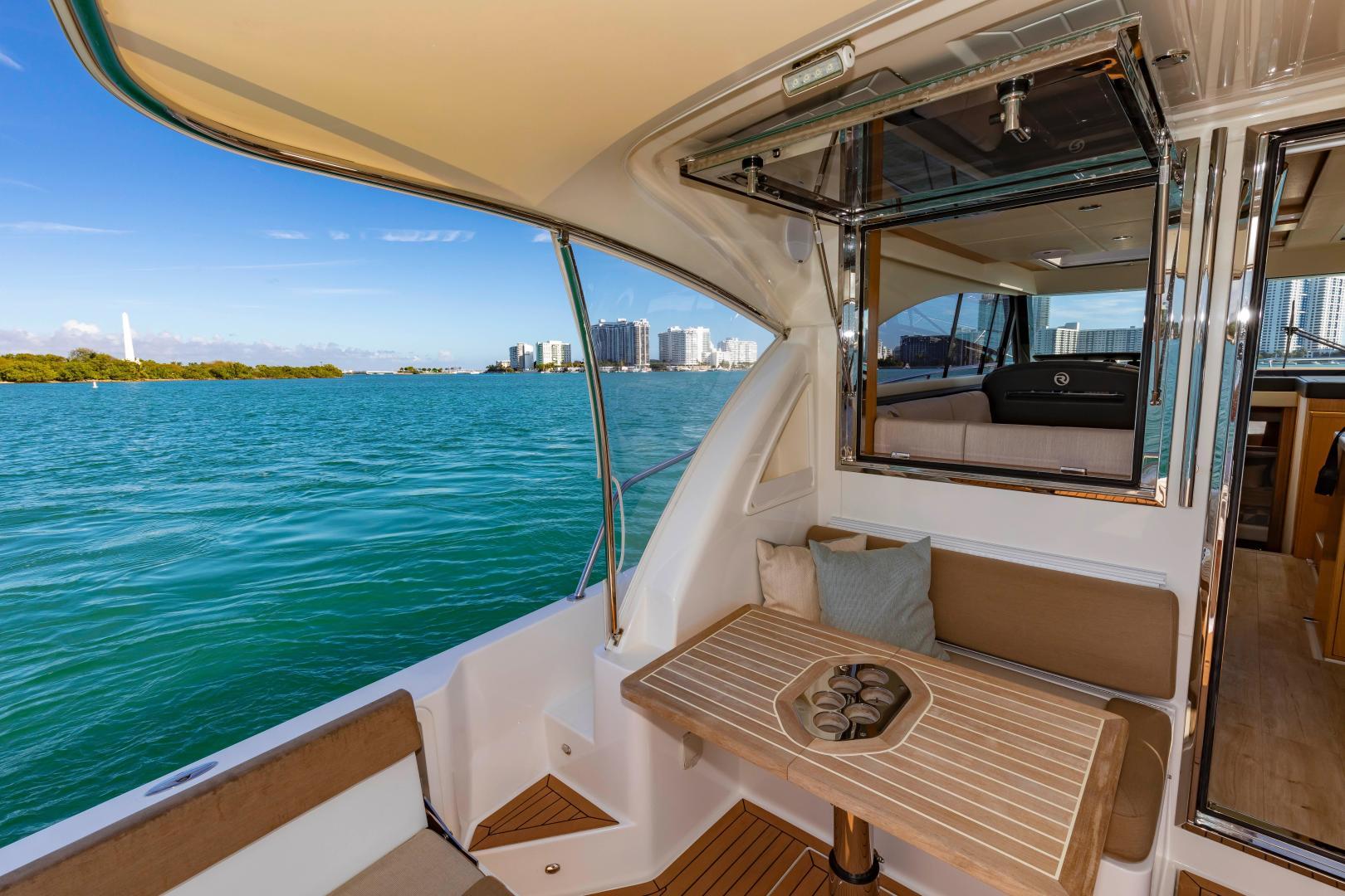 Riviera-395 SUV 2019-Ipanema Miami Beach-Florida-United States-1614888   Thumbnail