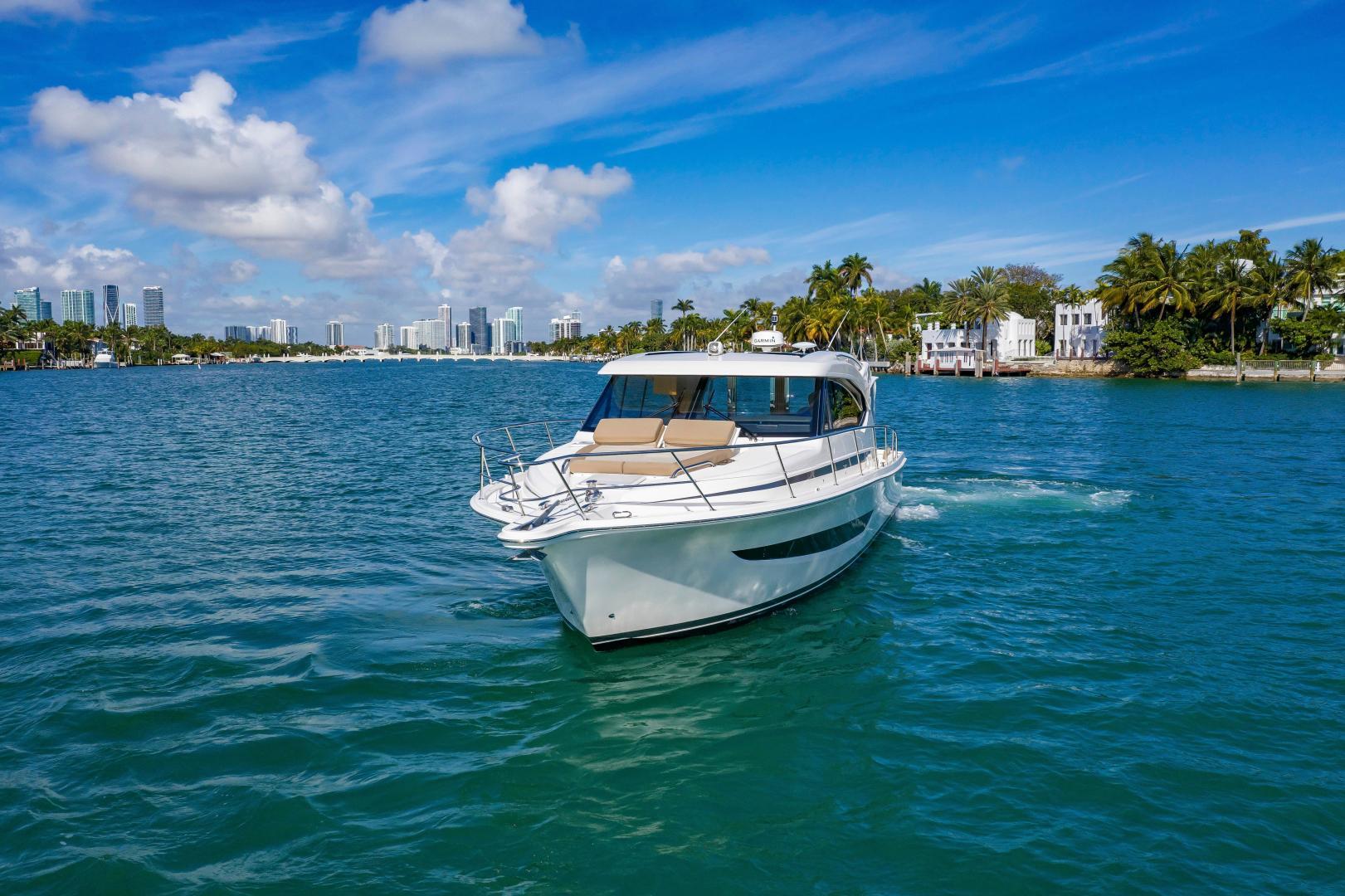 Riviera-395 SUV 2019-Ipanema Miami Beach-Florida-United States-1614866   Thumbnail