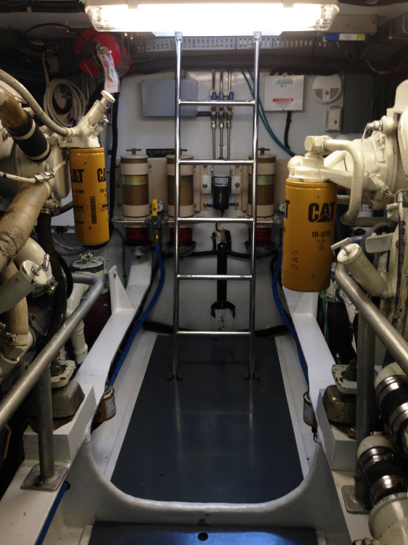 New England Boatworks-Hood Custom Expedition 1998-STARLIGHT Portsmouth-Rhode Island-United States-Engine Room Access-1627045 | Thumbnail